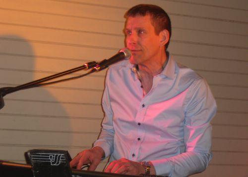 Klaviatur och dragspelaren Mats