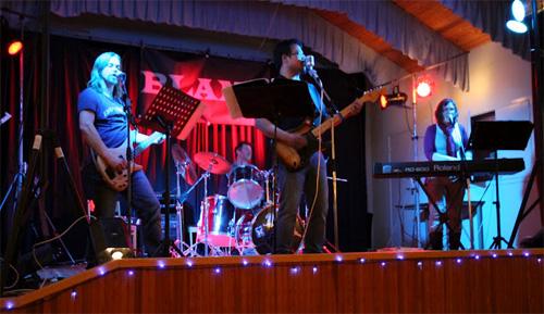 Blame på scenen. Foto lånat från bandets hemsida
