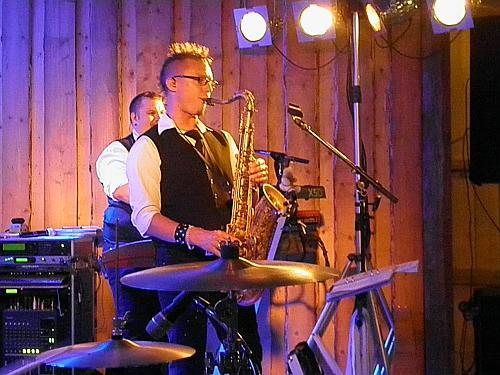 Daniel spelar sax