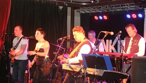 Bandet har spelglädje. Bild lånad från www.ankies.se