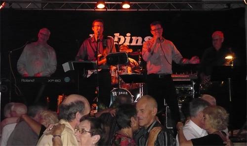 Robins orkester på scenen