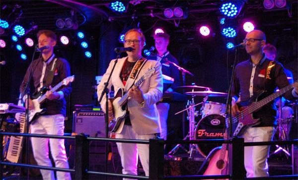 Framed live på scen - Bild lånad från bandets facebooksida