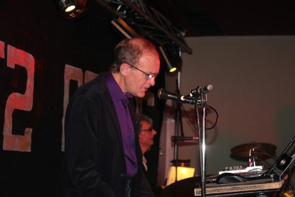 Lennart bakom sina klaviaturer