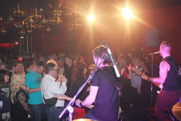 Tommy och Publik på Harrys