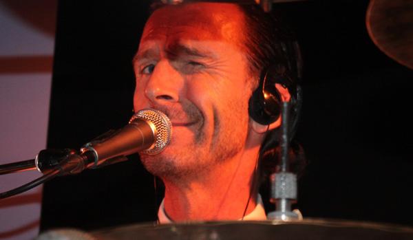 Conny Eriksson på trummor - junixstorf131102