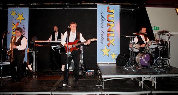 Junix på scenen