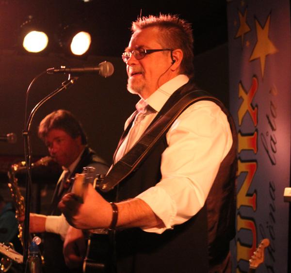 Göran med sin gitarr