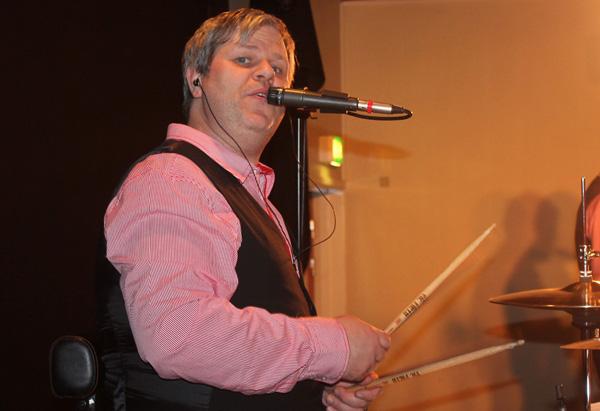 Mattias Berghorn är ny trummis i bandet