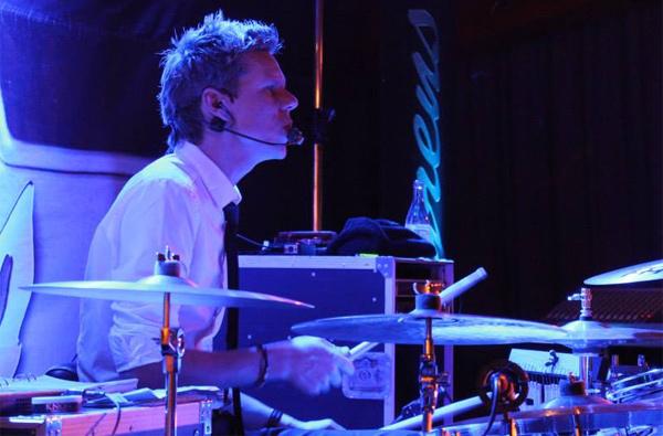 Andy med sina trummor