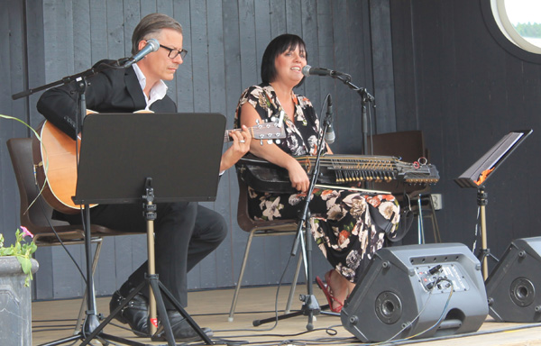 Åsa Jinder med musiker