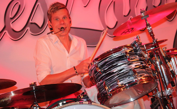 Andy bakom sina trummor