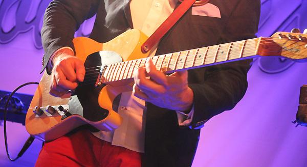 Calles gitarrspel i fokus