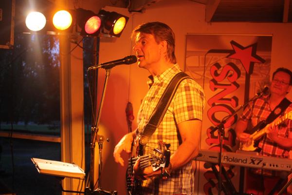 Peter Berg sjunger