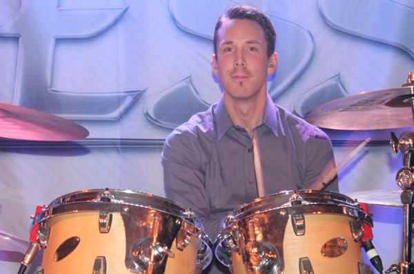 Andreas taktfast bakom trummorna