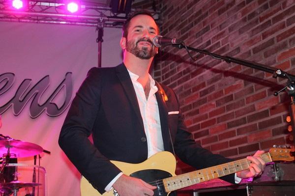 Calle Stifors på gitarr