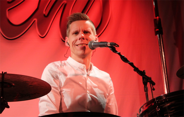 Andy Ekenmo bakom sina trummor