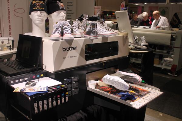 Cool printer som bland annat printar på skor